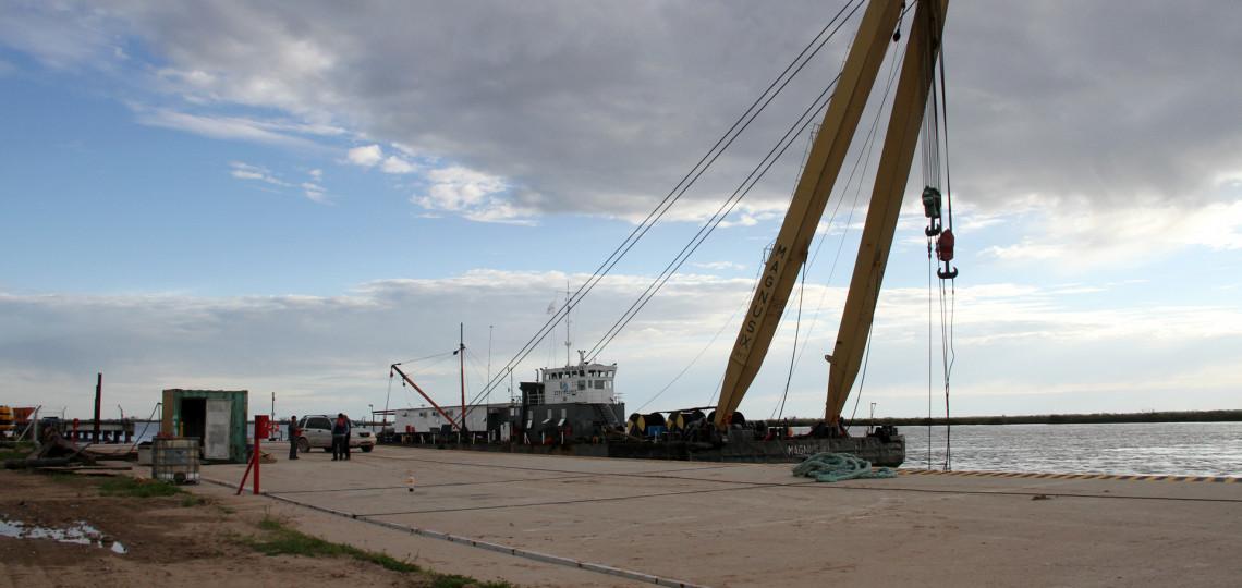 Limpian el sector de ingresos para buques en Puerto Ibicuy