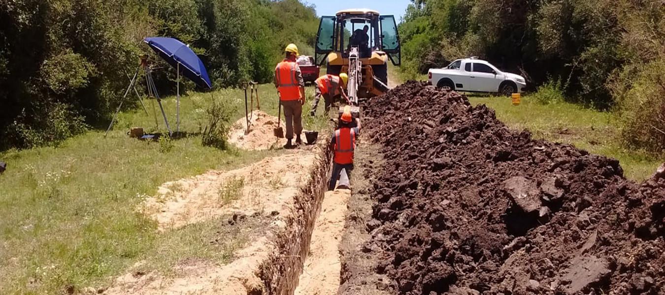 Se avanza con la instalación de cañerías y bocas de registro para la extensión cloacal de Villa Adela en Concordia