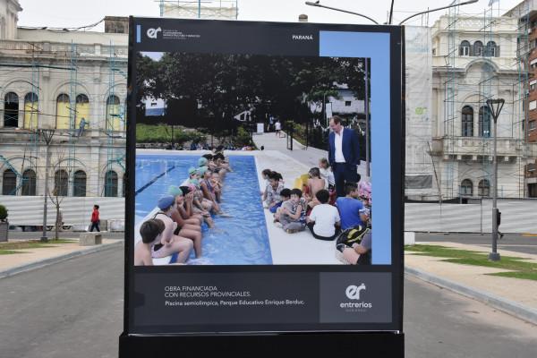 Se lleva adelante una muestra fotográfica del Plan Provincial de obras en Plaza Mansilla