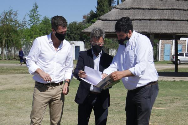 San Gustavo recibió el aporte para la ejecución de la obra del polideportivo municipal