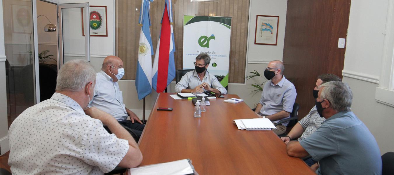 Evalúan trabajos en infraestructura sanitaria y escolar para Las Moscas y Rocamora del departamento Uruguay